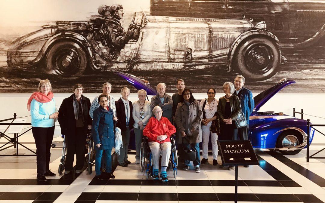 Auto Elvis Presley bekijken in Louwman Museum